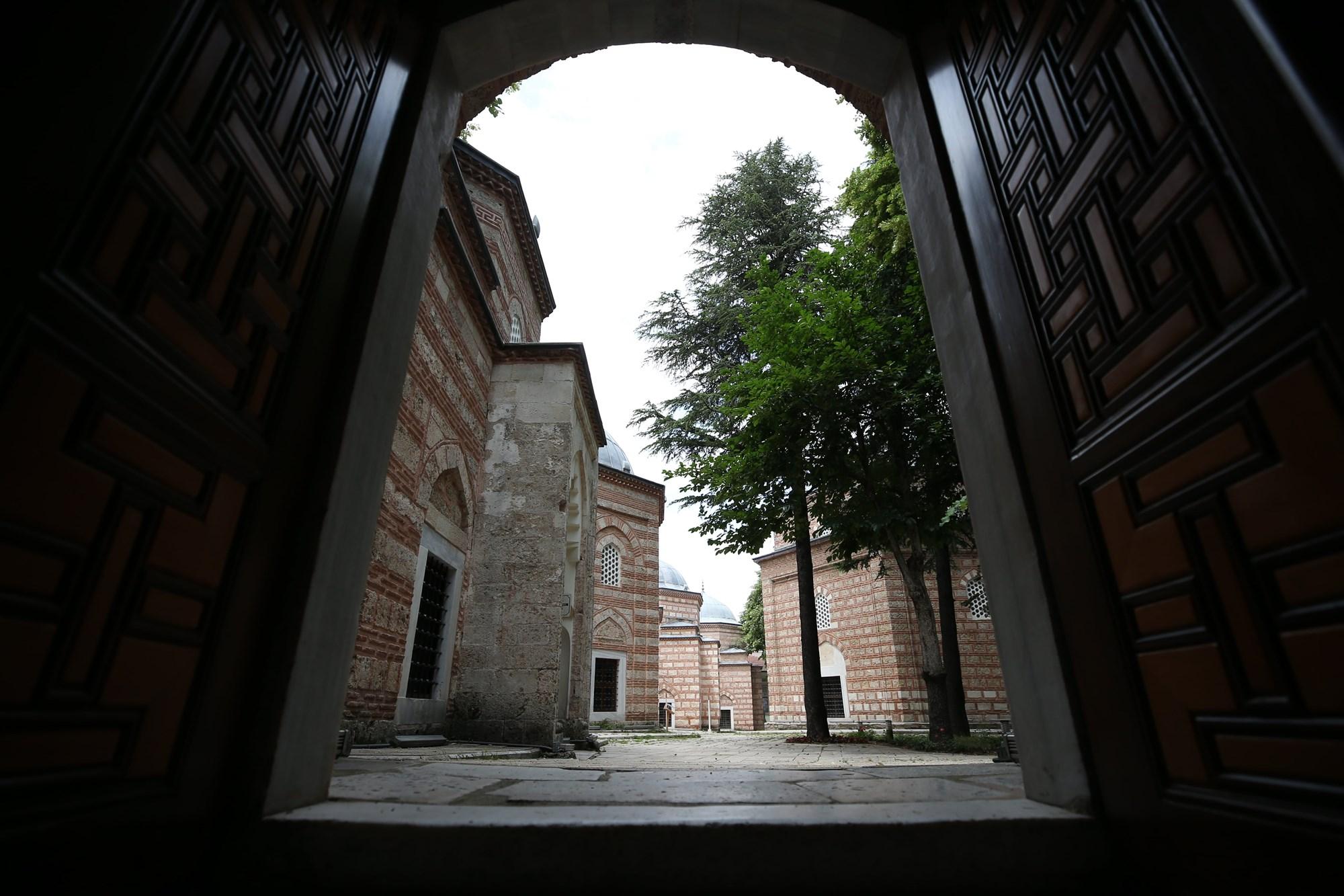 Yaşayan Osmanlı ruhu: Muradiye Külliyesi ile ilgili görsel sonucu